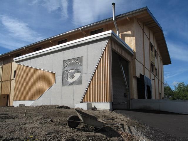 Neues Käsereigebäude mit Schafslogo