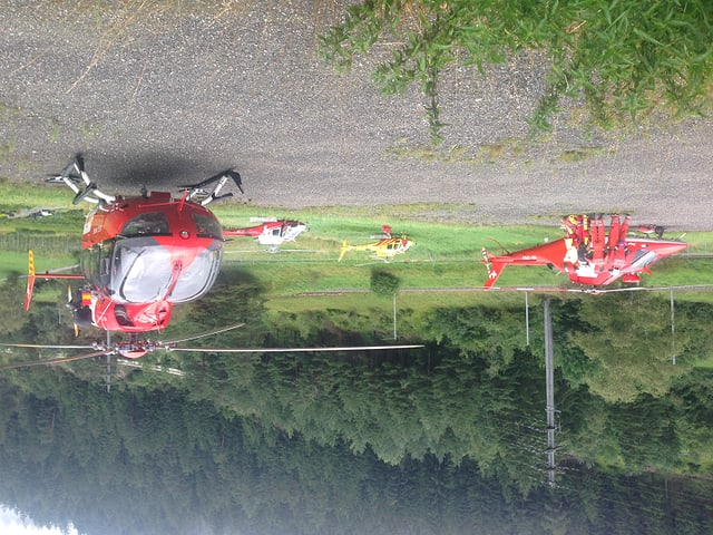 Tranter auter èn 4 helicopters da la Rega en acziun.