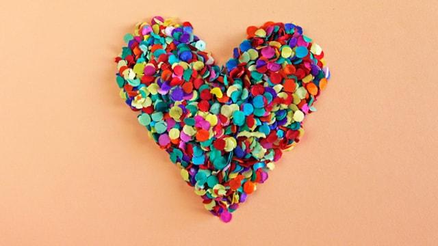 Ein farbiges Herz.
