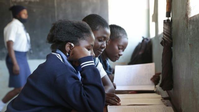 Schülerinnen in Simbabwe