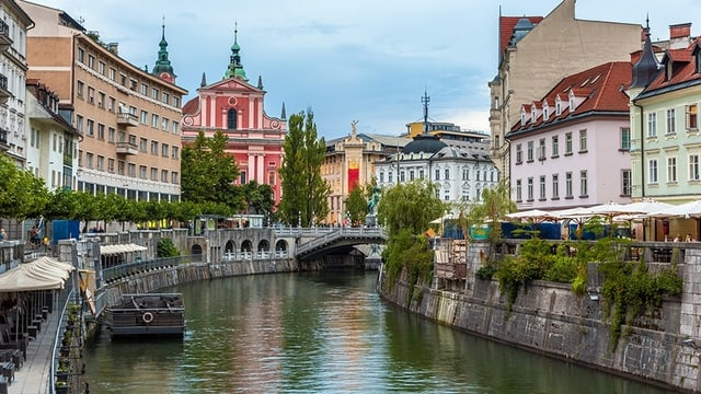 Blick auf den Fluss Ljubljanica, in der Sloweniens Hauptstadt Ljubljana.