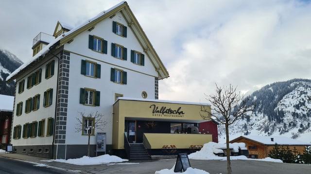 Il hotel Vallatscha a Curaglia ha novs possessurs da Hamburg.