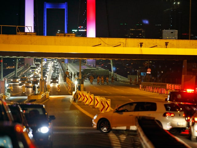 Blockade auf Bosporus-Brücke.