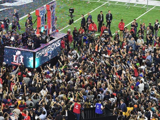 Die Patriots-Spieler feiern ihren grossen Triumph.