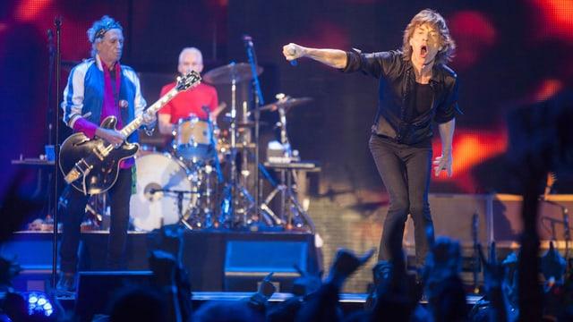 Die Musiker der Rollingstones auf der Bühne.