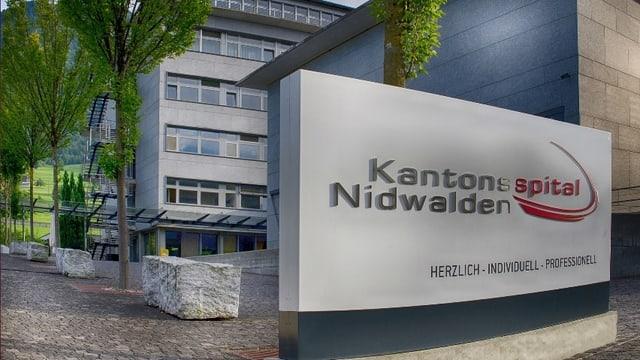 Banner mit der Aufschrift «Kantonsspital Nidwalden».