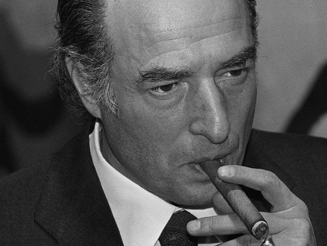 sw-Portrait Marc Rich mit dicker Zigarre