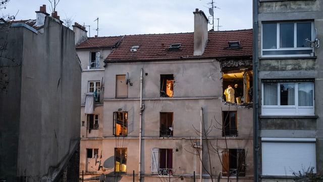 Beschädigte Fassade des Hauses