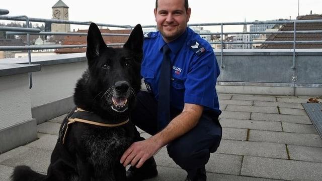Leiko mit seinem Diensthundeführer Christian Gisler.
