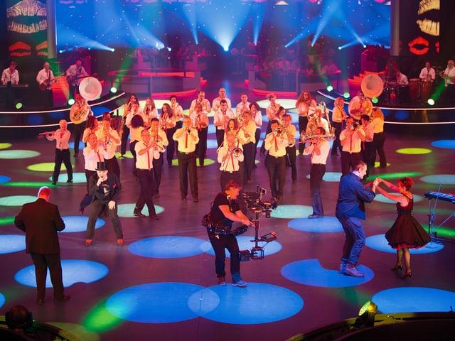 Melodia Goldach und Nöldi Forrer auf der Bühne der Bodensee-Arena