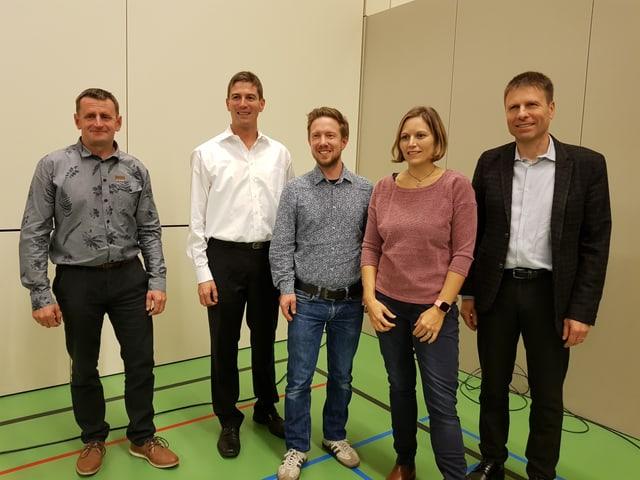 La nova suprastanza communala da Trin.Hans Jakob Telli, Maurus Caflisch, Simon Schwarzenbach, Silvia Capatt e Luis Casty.
