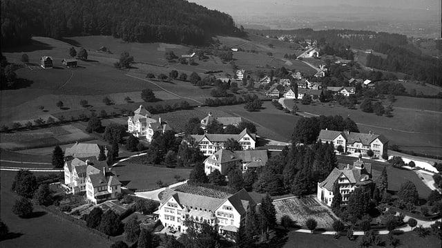 Historische Luftaufnahme (schwarz-weiss) der damaligen Heil- und Pflegeanstalt in Herisau (AR).