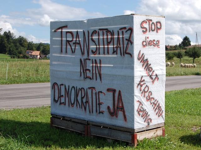 Protest-Plakat auf dem Land.