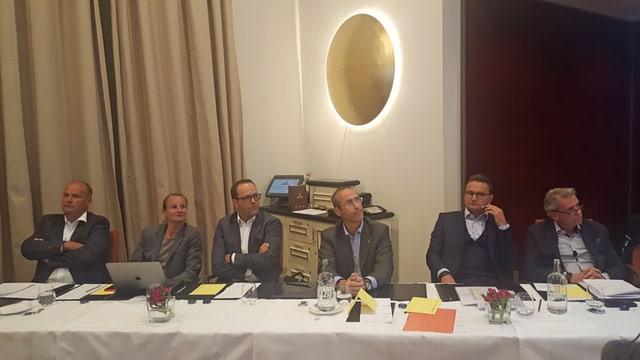La suprastanza (da sanester): Gian Peter Niggli, Annina Widmer, Samuel Schäfli, Luigi Sala e Thomas Walther. Dretg: il schef events e sponsoring René Schnüriger.