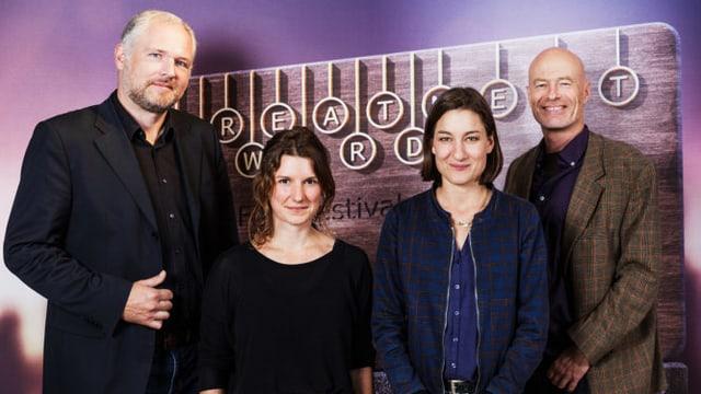 Phlippe van Doornick, Seraina Nyikos, Marie Leuenberger und Stefan Hoffmann lächeln in die Kamera.