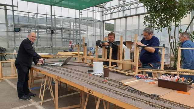Gartenbahn im Aufbau