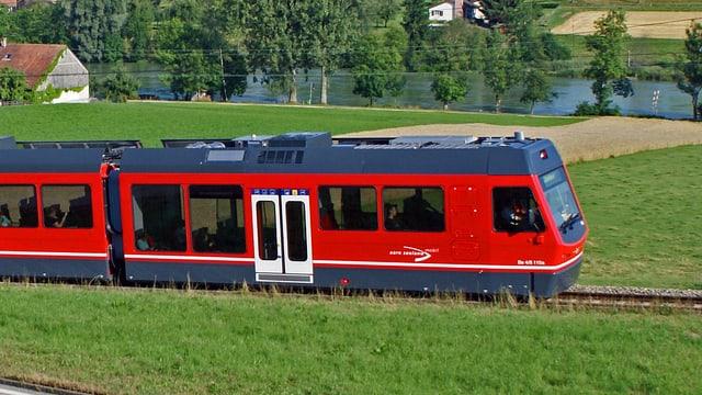 Roter Zug der Aare Seeland Mobil ASM.