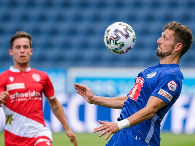 Thuns Nias Hefti gegen Luzerns Simon Grether.