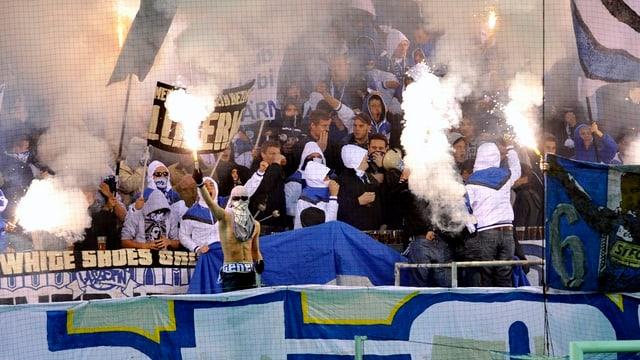 Pyro-Aktion (Symbolbild) von Luzerner Fans.