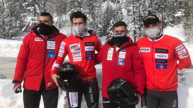 Equipa Follador cun il pilot Cédric Follador (segund da dretg)