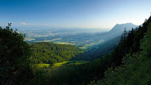 Blick von einem Hügel in den Oberaargau