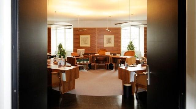 Offene Türen gewähren einen Einblick in den Sitzungssaal der St. Galler Regierung.