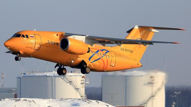 Eine Antonov AN-148 der Saratov Airlines
