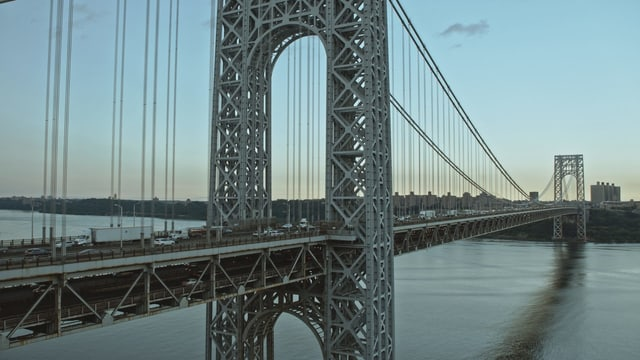 Auf dem Bild ist die schlichte George Washington Brücke zu sehen.