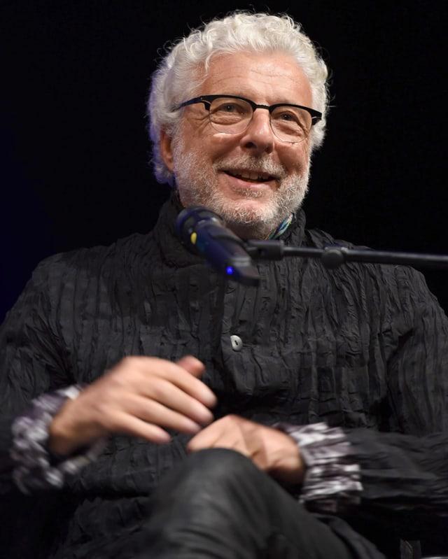 Ein Porträt von André Heller.