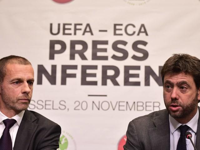 Aleksander Ceferin (links) und Andrea Agnelli an einer Medienkonferenz