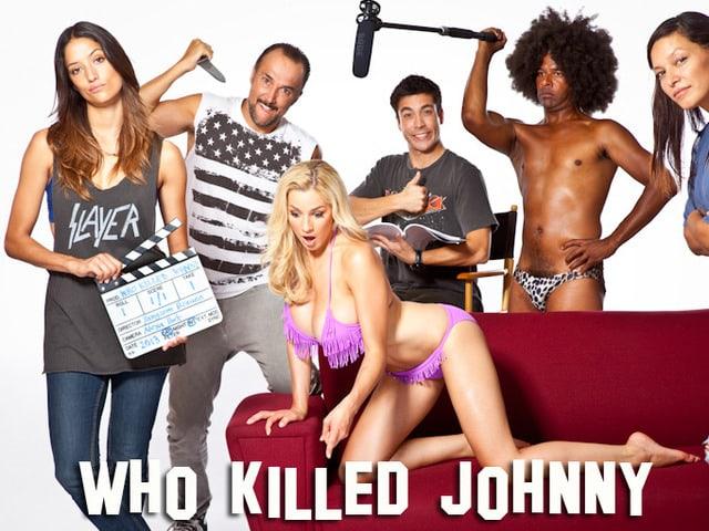 Melanie Winiger (ganz links), Carlos Leal (mit Messer) und Max Loong (mit Drehbuch) spielen in «Who Killed Johnny» Schweizer Auswanderer.