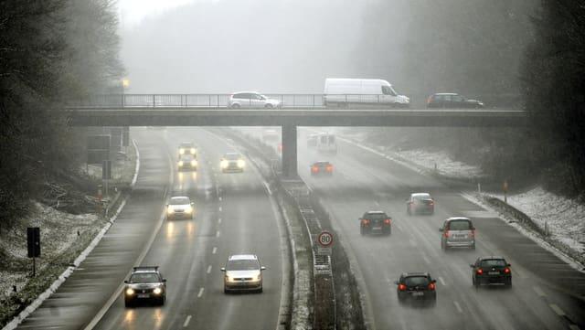 Autostrada cun autos