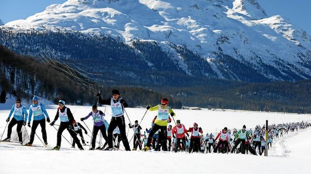 Läuferinnen am Engadiner Ski-Marathon.