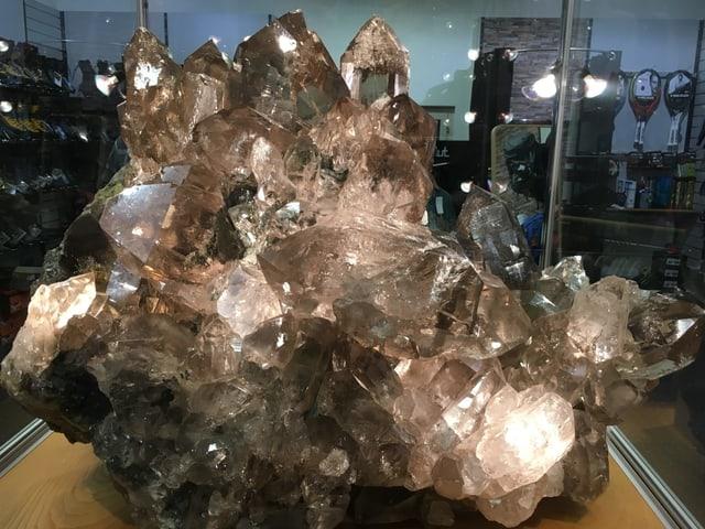 Il cristal da varga 300 kg en la fatschenta da sport Curschellas.