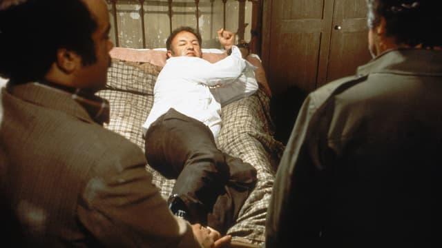 Gene Hackman als Jimmy «Popeye» Doyle (M.).