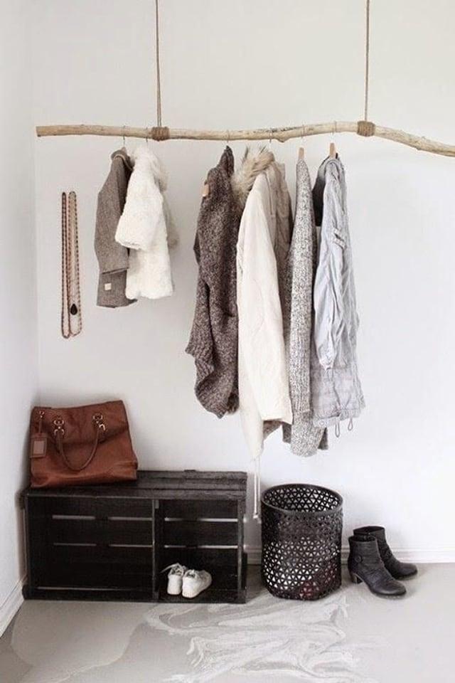 Kleiderständer aus Ast
