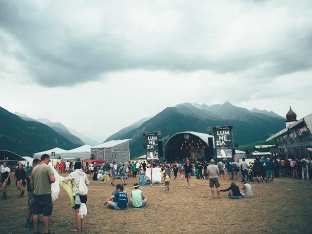 Festivalbesucher und Openair Gelände
