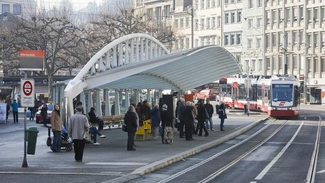 Die Bushaltestelle Marktplatz-Bohl des Architekten Santiago Calatrava in St. Gallen ist zu sehen.