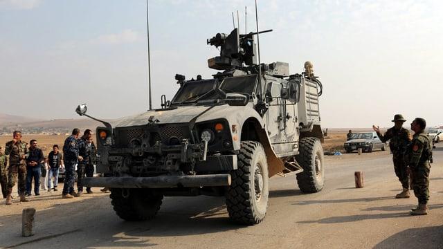 Zu sehen ist ein gepanzertes Fahrzeug der irakischen Armee.