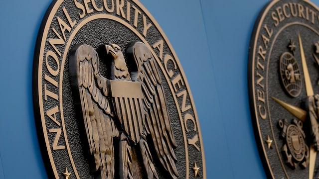 Das Wahrzeichen der NSA: Ein Adler auf einer runden Bronzetafel