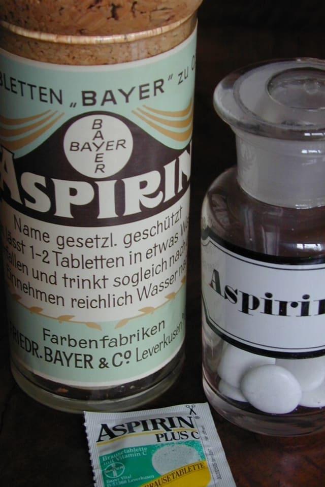Aufnahme alter und neuer Medikamentenverpackungen.