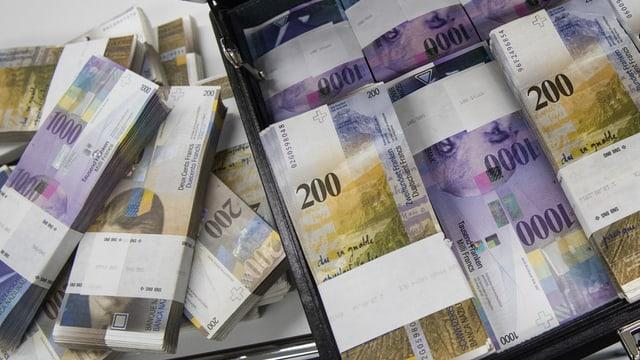 Bancnotas da 200 e 1'000 francs.