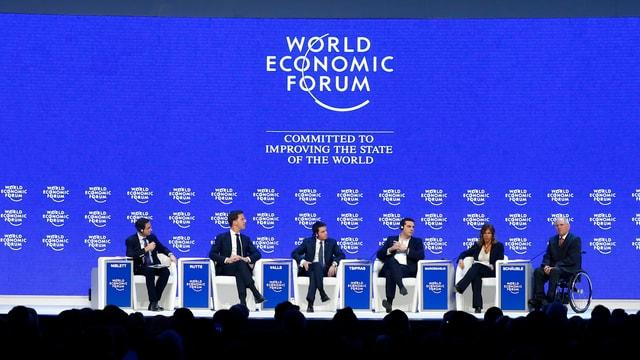 """Ils participants dal podium """"Il futur da l'Europa"""" al WEF 2016."""