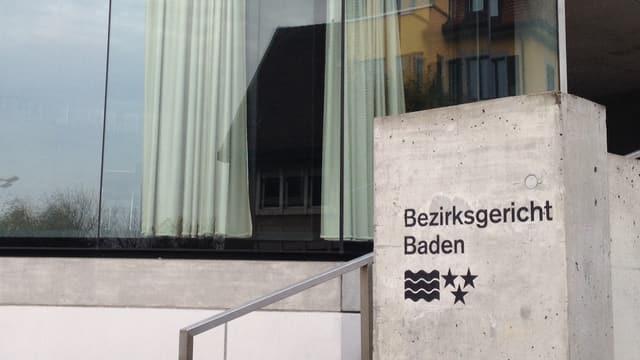 Eingang des Bezirksgerichts Baden