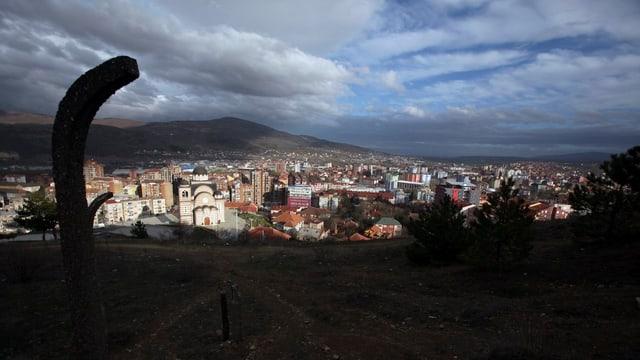 Blick auf Mitrovica in Nord-Kosovo.