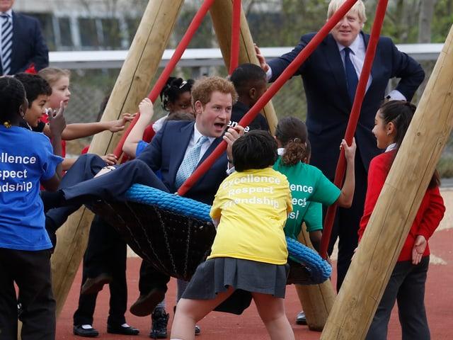 Prinz Harry auf dem Spielplatz