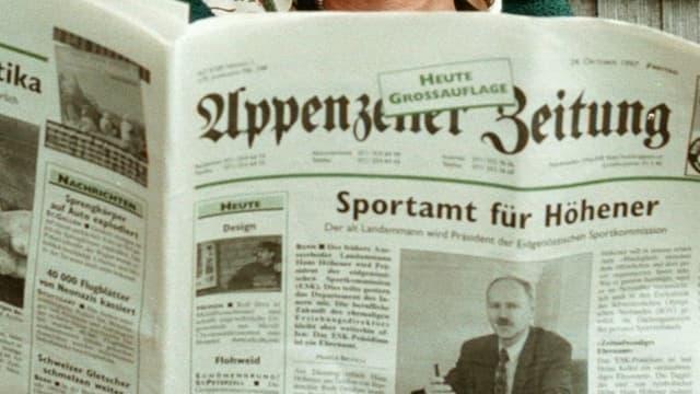 Eine aufgeschlagene Zeitung.