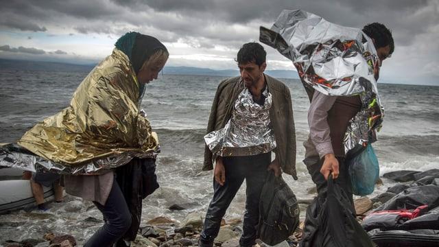Flüchtlinge kommen am 24. Oktober 2015 auf der griechischen Insel Lesbos an. (keystone)