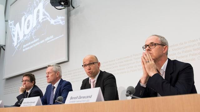 Vertreter von SVP, CVP, FDP und BDP warnten in Bern vor der «extremen Ausstiegsinitiative».
