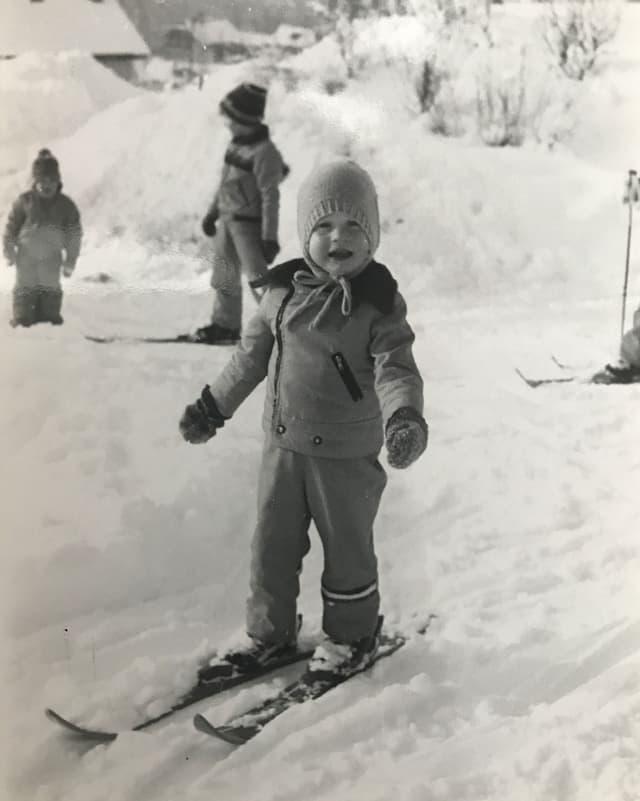 Elena Bernasconi als Kind auf der Skipiste 1982.